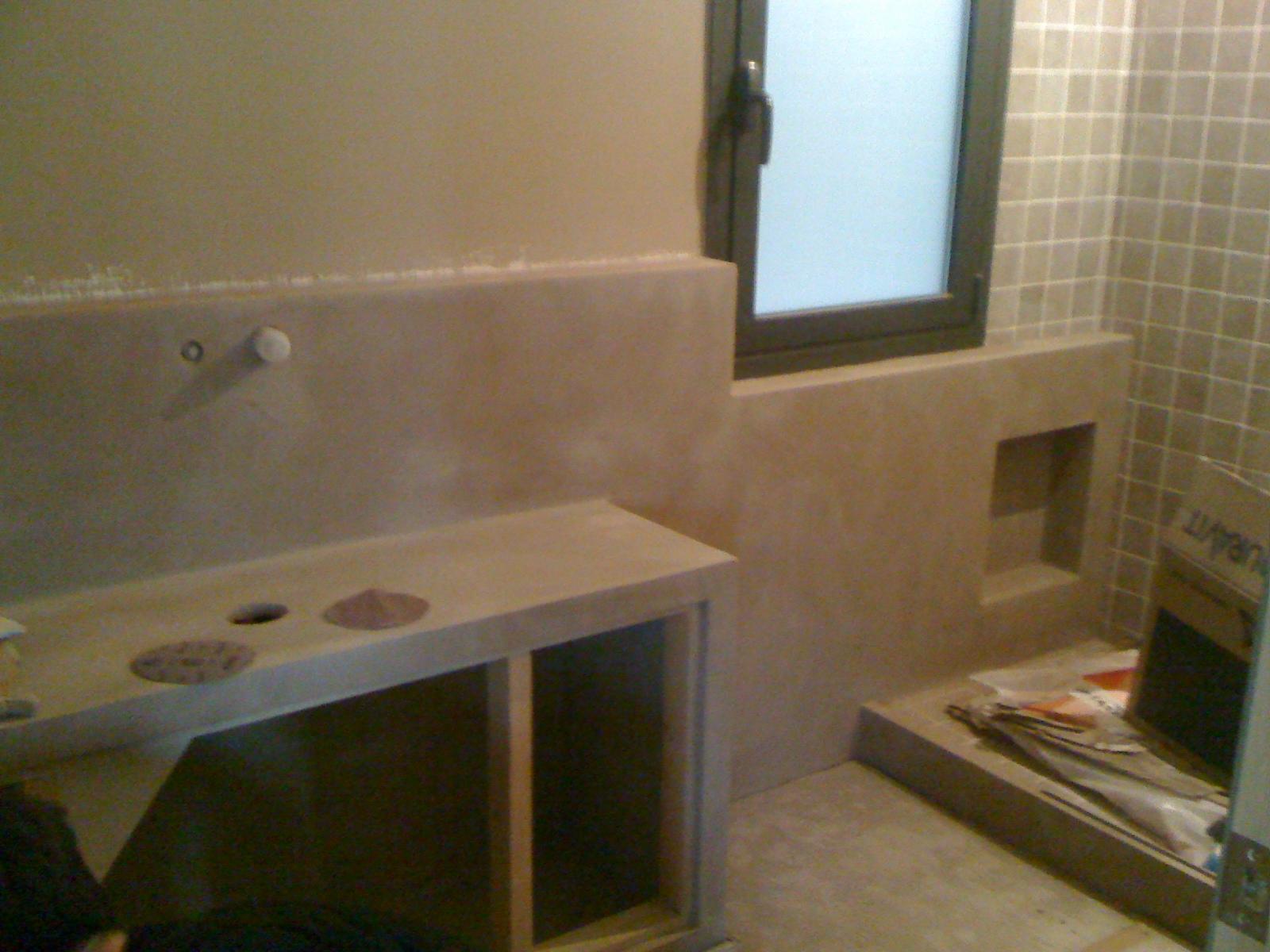 Baños Con Tina De Cemento:El piso de Kim, Más obra…