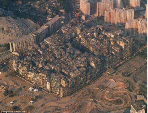 openhouse-magazine-a-tight-fit-photography-kowloon-walled-city-china-greg-girard-ian-lamboth-daily-mail-2